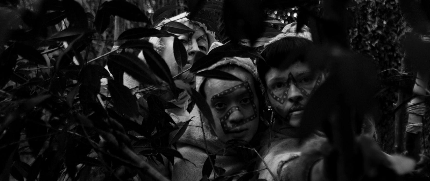 http://santiagoforero.com/files/gimgs/th-44_santiago-forero-hombre-dorado-still-03.jpg